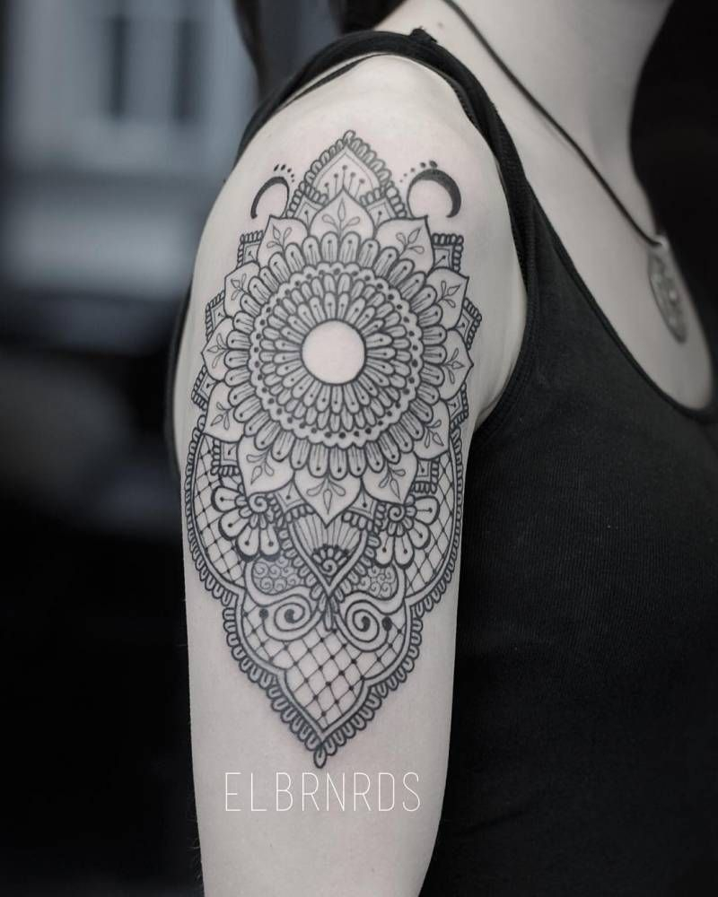 Henna And Lace Inspired Tattoo On The Right Upper Arm And Shoulder with dimensions 800 X 1000