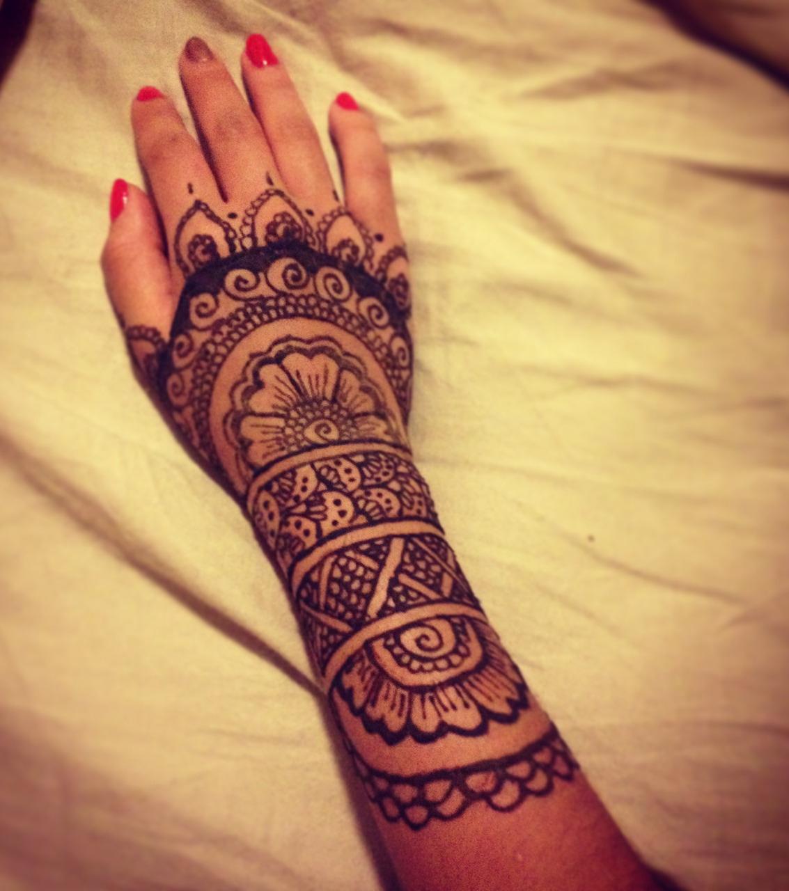 Henna Tattoo Die 20 Schnsten Tattoo Ideen Fr Hand Arm Fu Und regarding dimensions 1133 X 1280