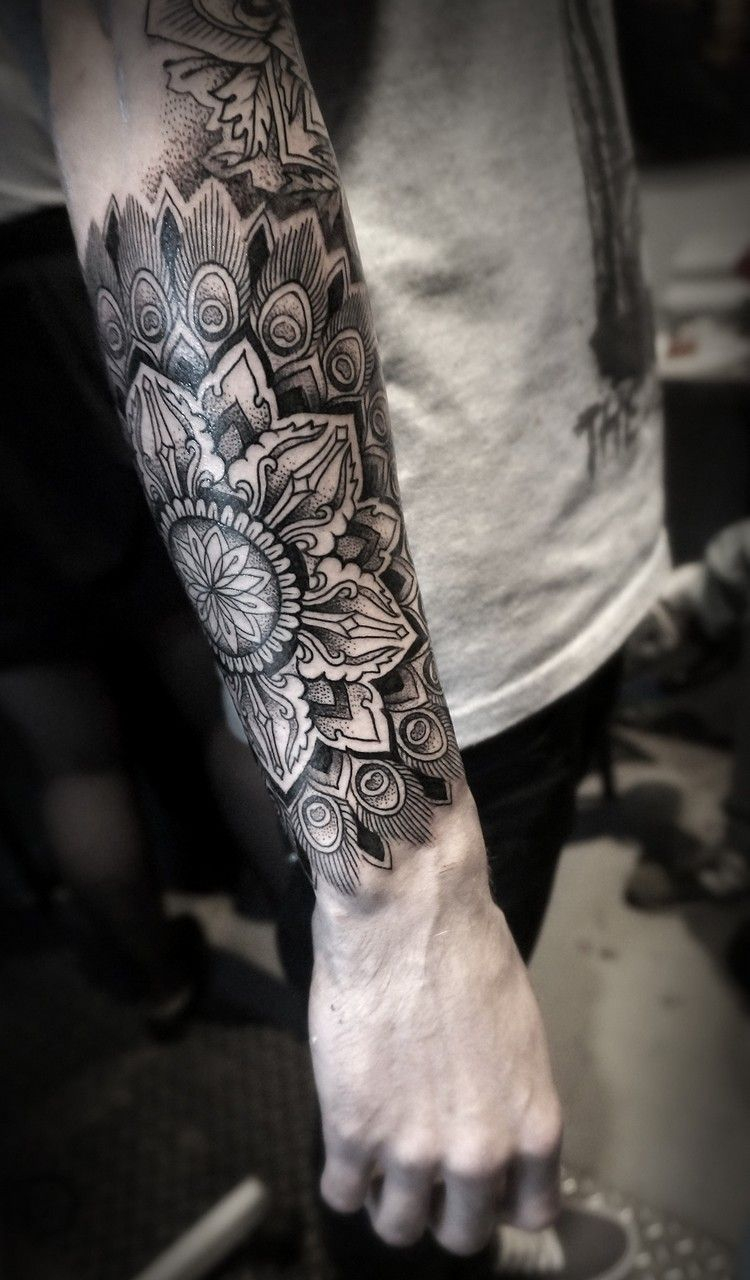 Mandala Tattoo Mnner Unterarm Motive Dotwork Haarfarben for proportions 750 X 1280