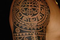 Polynesische Maori Tattoos Mann Oberarm Tribal Tattoo Maori for proportions 750 X 1125