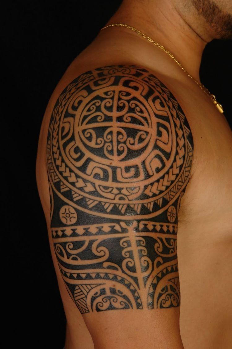 Polynesische Maori Tattoos Mann Oberarm Tribal Tattoo Maori regarding measurements 750 X 1125