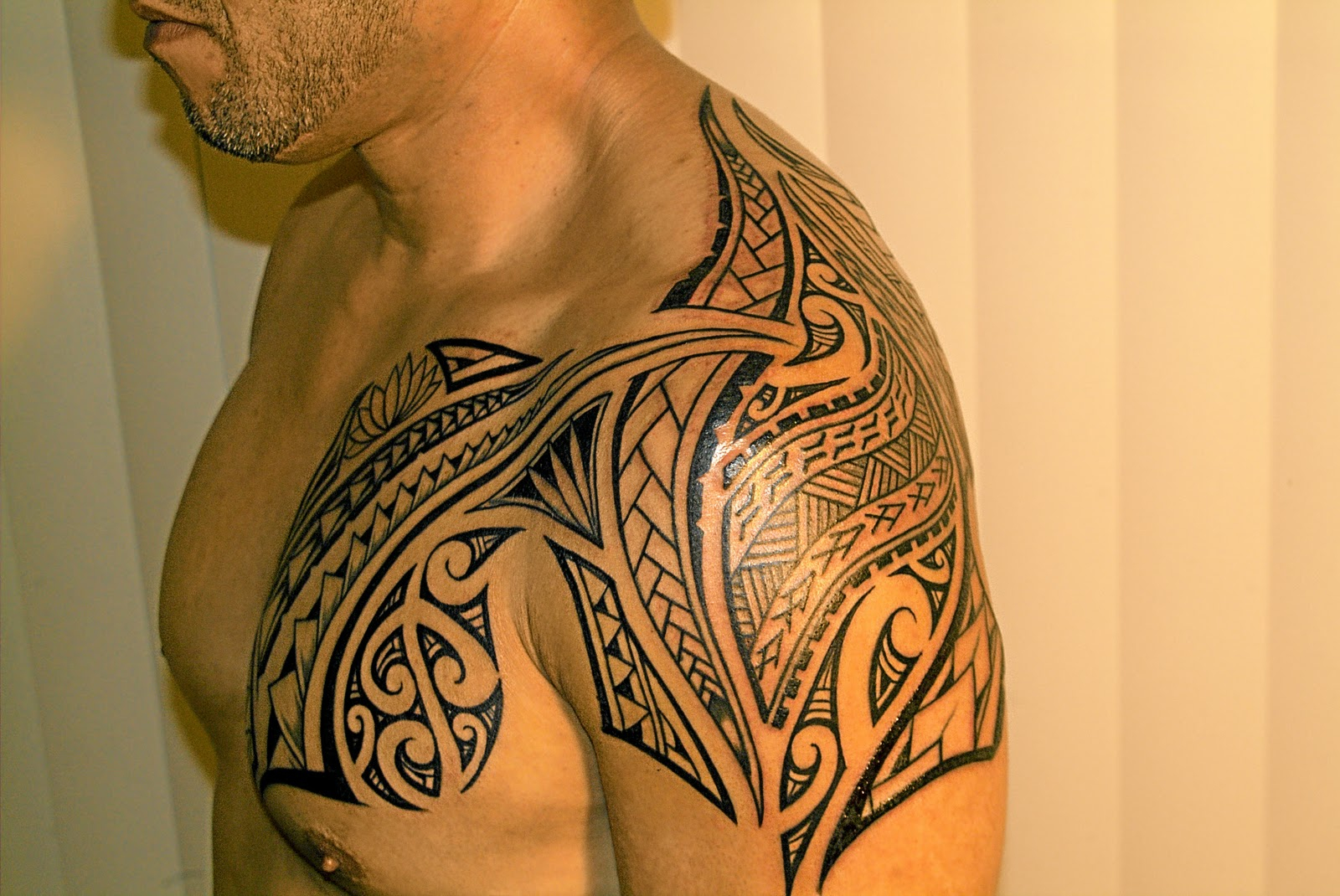 Polynesian Shoulder And Chest Tattoos Tattoo Ideas throughout measurements 1600 X 1070